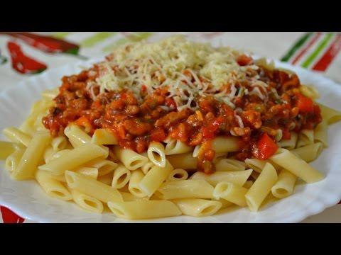 Спагетти под красным соусом с