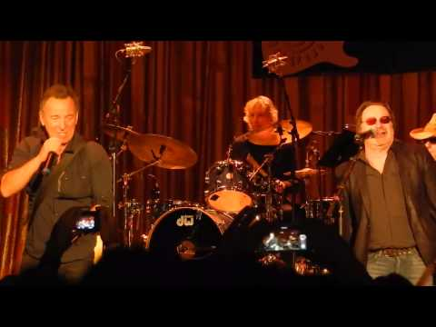 Southside Johnny - Higher and higher (Light of day benefit 2015, Asbury Park)