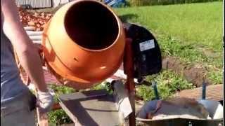 видео Бытовой бетоносмеситель Betoniar HCM-125 для домашней стройки купить