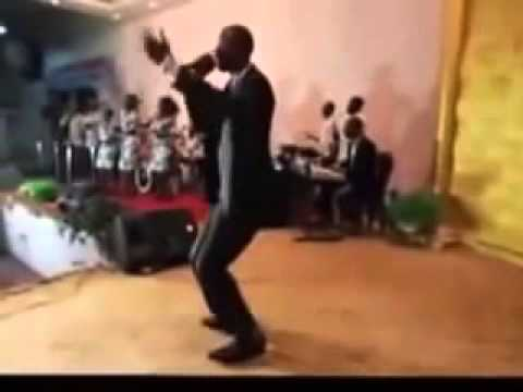 Michel Bakenda  Extrait de la louange du concert autour du trône