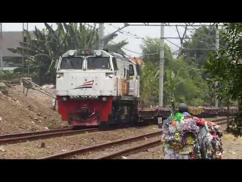 Lokomotif CC 206 60 (GE CM20EMP) Menarik Rangkaian GD Kosongan