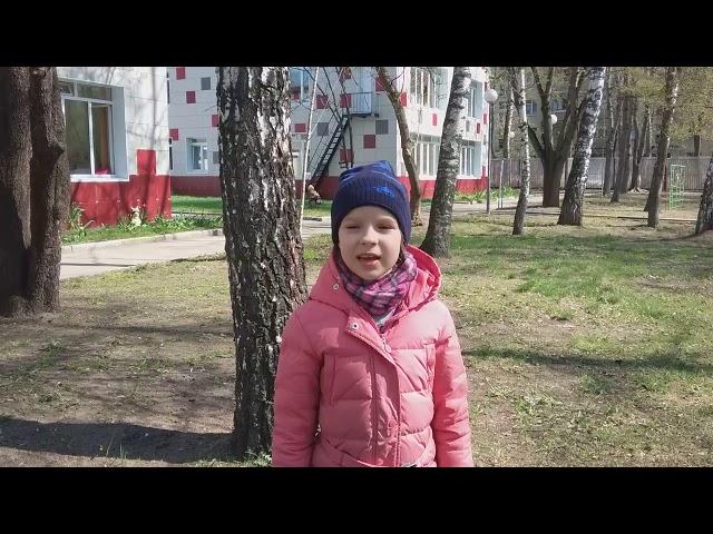 Изображение предпросмотра прочтения – ОксанаСидельникова читает произведение «Травка зеленеет» А.Н.Плещеева