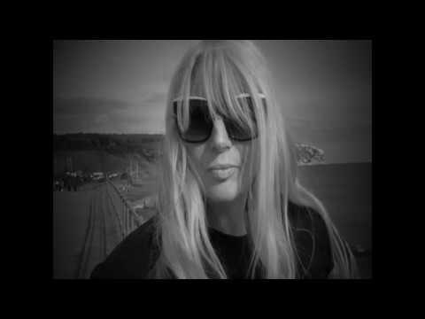 Lynda LAW - I Look to You (2017)