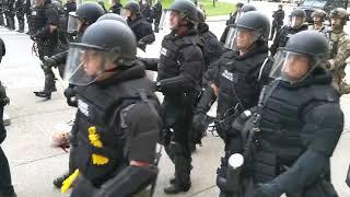 Фото Буффало штат Нью Йорк полиция против белых жителей США
