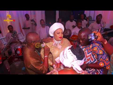 THE MOMENT K1 DE ULTIMATE SHOWERED WIFE WITH NAIRA WHILE PERFORMING