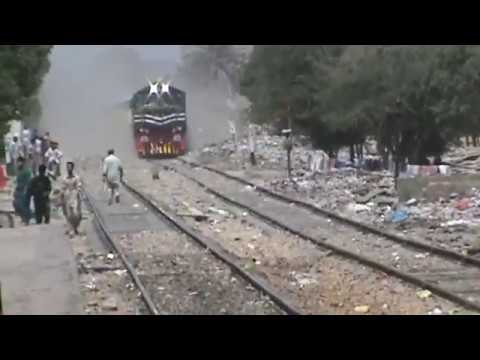 "Pakistan Railways First Luxury Train ""The Green Line"" Honking & Jumping Arrival At Karachi."