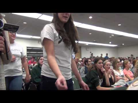 "FLASH MOB: All-women a cappella group sings ""Ghost"" in professor's large class"