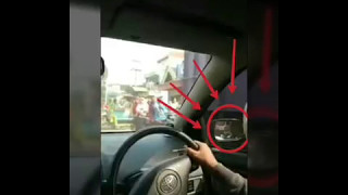 Aksi anarkis polisi patahkan spion mobil saat kawal rombongan moge !