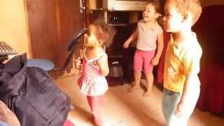 videos engraçados crianças  dançado