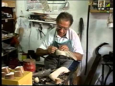 Oficios y artesanos el zapatero tdc social tv youtube for Imagenes de zapateros