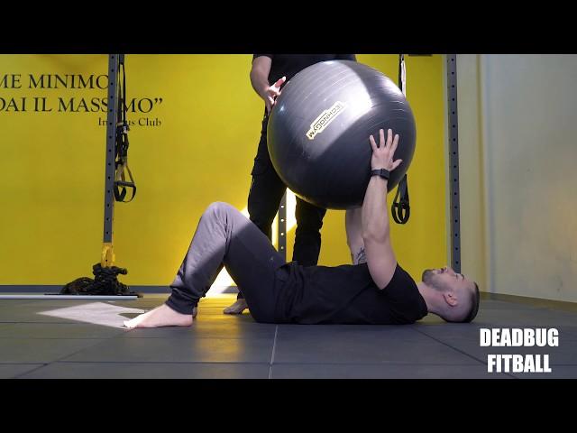 Deadbug Fitball. Esecuzione e tecnica.