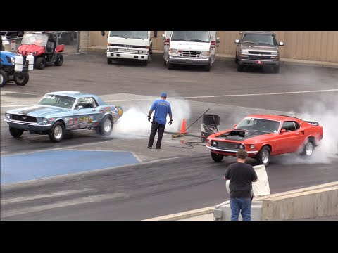 Full Download 68 Mustang Vs 69 Camaro