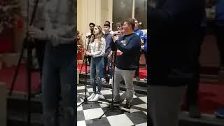 Студенты круто исполнили песню Shallow с фильма Звезда родилась