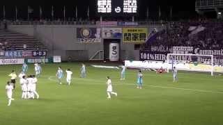 後半15分、左からのマイナスのループパスの落ち際を、青山敏弘が右足ダ...