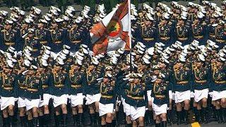 Расчеты женщин-военнослужащих во время парада Победы