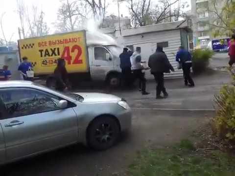 В Иванове очевидцы тушат загоревшуюся «ГАЗель»