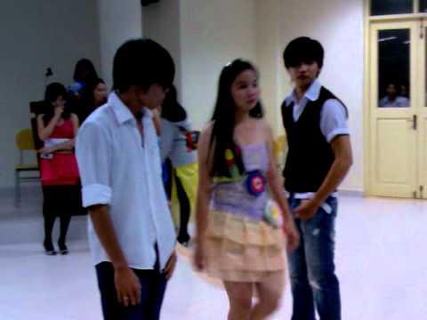Biểu diễn thời trang chào mừng ngày nhà giáo Việt Nam 20 - 11 - 2009 Clip 1