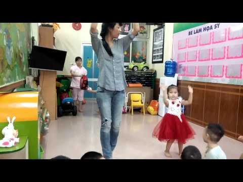 Thỏ múa Ngày đầu tiên đi học với cô Huyền