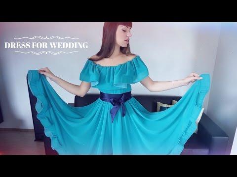 Дева задерает своё платье фото