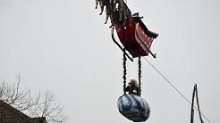 Fliegender Weihnachtsmann beim Saarbrücker Christkindlmarkt