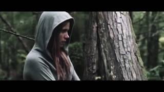 смотреть онлайн отличный фильм ужасов Девушка в лесу 2016