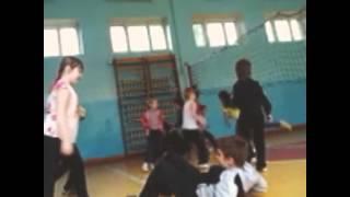 Урок физкультуры в школе 69