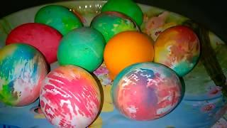 Красим Яйца на Пасху в Два Способа.