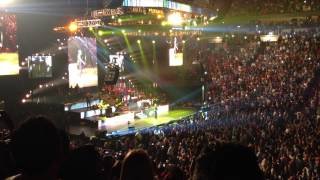 Marc Anthony sings Vivir Mi Vida at American Airlines Arena Saturday night concert