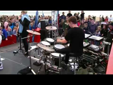Clean Bandit - Extraordinary (live bij Q)