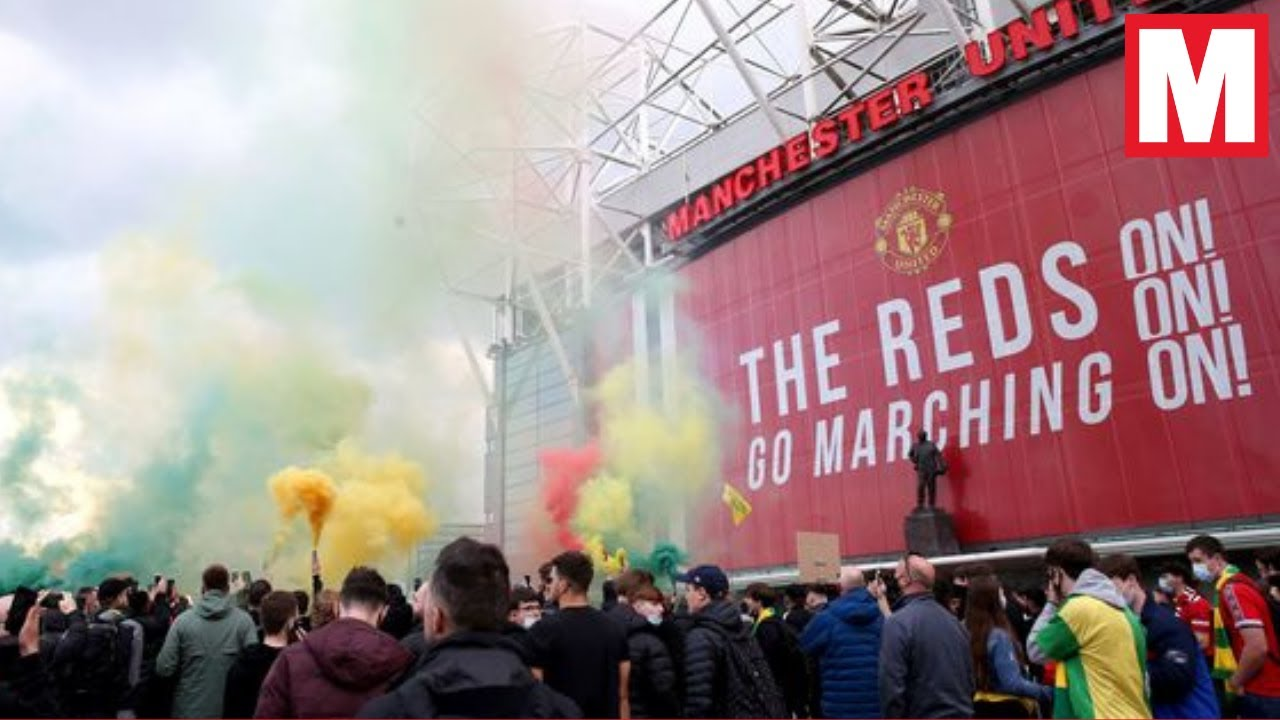 Manchester United fans storm pitch in anti-ownership protest