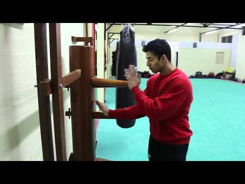 Sifu Vik - Wooden Dummy Form.mov