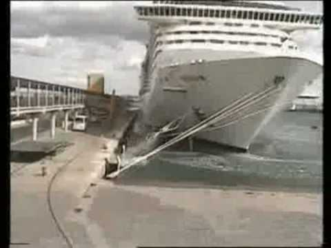 Cruise Ship breaks moorings