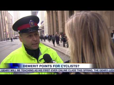 Video: Teenage cyclist facing demerit points after running a red