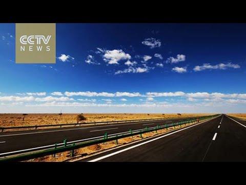 World's longest desert highway links Beijing to Urumqi