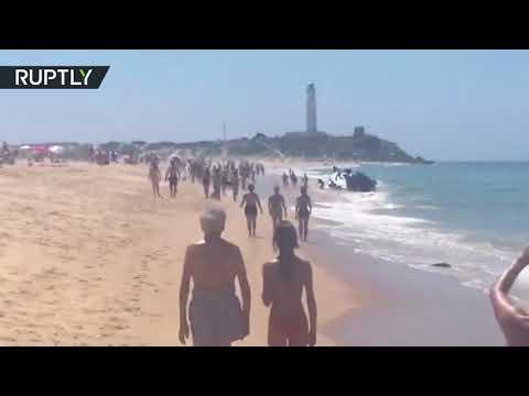 عشرات المهاجرين يخطؤون الهدف وينزلون عند شاطئ للعراة
