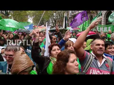 Argentina: Strikers march through Buenos Aires calling for better wages