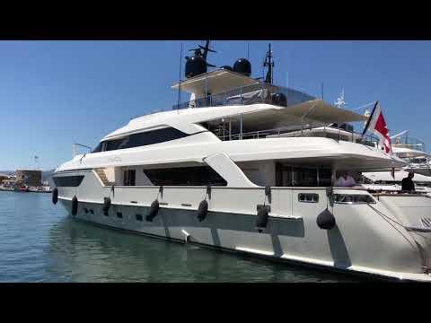 Super yacht DOCKING in Saint Tropez
