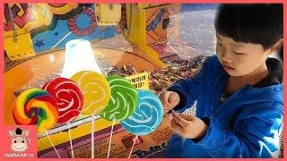 놀이공원 캔디샵 장난감 으로 츄파춥스 막대 사탕 뽑기 놀이 ♡ Candy Vending Machine Chupa Chups Toy | 말이야와아이들 MariAndKids