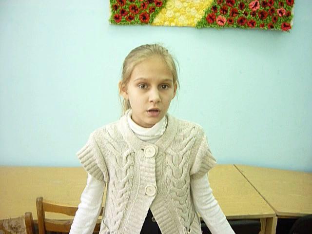 Изображение предпросмотра прочтения – КсенияАрясова читает произведение «Мартышка и очки» И.А.Крылова
