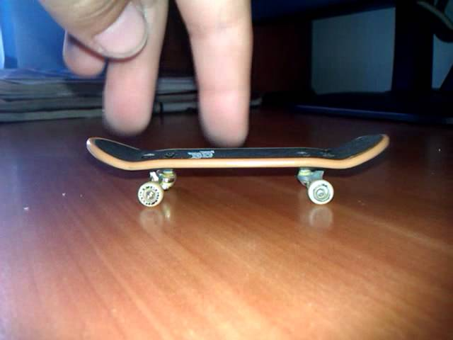 Tutorial la Shove-it pe fingerboard (in romana)