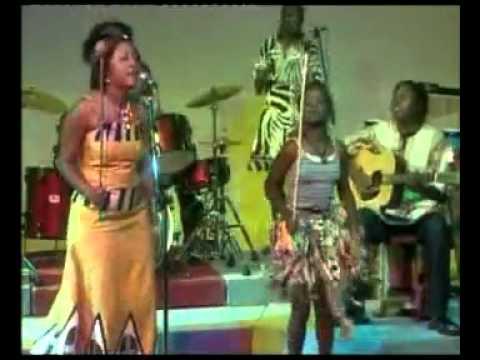 Traditional Ngoni Dance, Ngoma-Angela Nyirenda (Bamgwaza Chilopa Loyiwe)