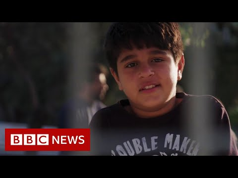 Lesbos: Child migrants sleep in pens at Mytilene port - BBC