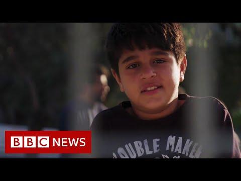 Lesbos: Child Migrants Sleep In Pens At Mytilene Port - BBC News
