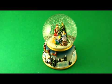 Musical Snow Globes - Family Decorating Tree  www.beckyandlolo.co.uk