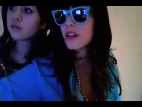 Selena  Gómez  y Demi Lovato  Funny Dance
