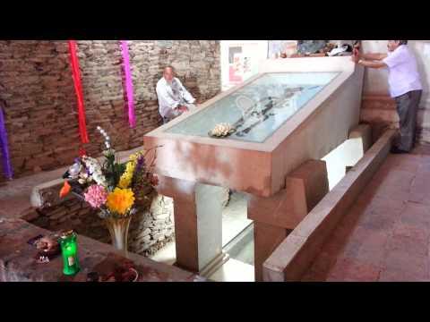 La tumba de cuauhtemoc el ultimo emperador azteca/ Tomb of last emperor of mexico Cuauhtemoc