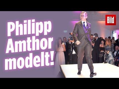 CDU-Jung-Politiker Philipp Amthor versucht sich auf dem Laufsteg