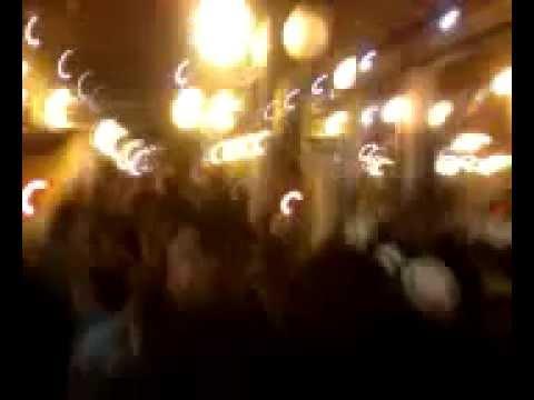 RIHANNA CREE UNE EMEUTE ET PETE UN CABLE A PARIS GARE DU NORD 01/09/2012