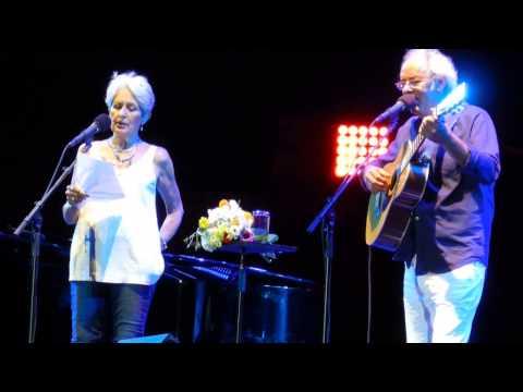 Joan Baez avec Maxime Le Forestier 22 juillet 2015 - Les Arènes de Nîmes