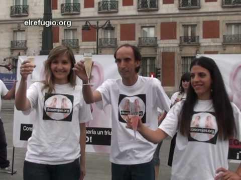 el-refugio-entrega-en-la-asamblea-de-madrid-51.609-firmas-contra-corridas-de-toros